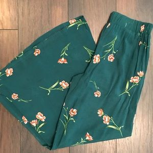Jaase wide leg green floral pants. Size small